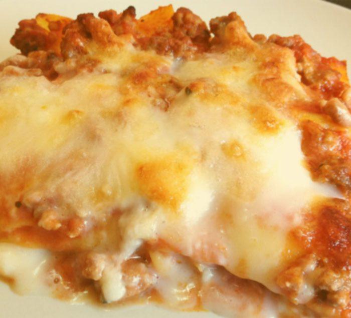 Lasagna con ragù e prosciutto cotto